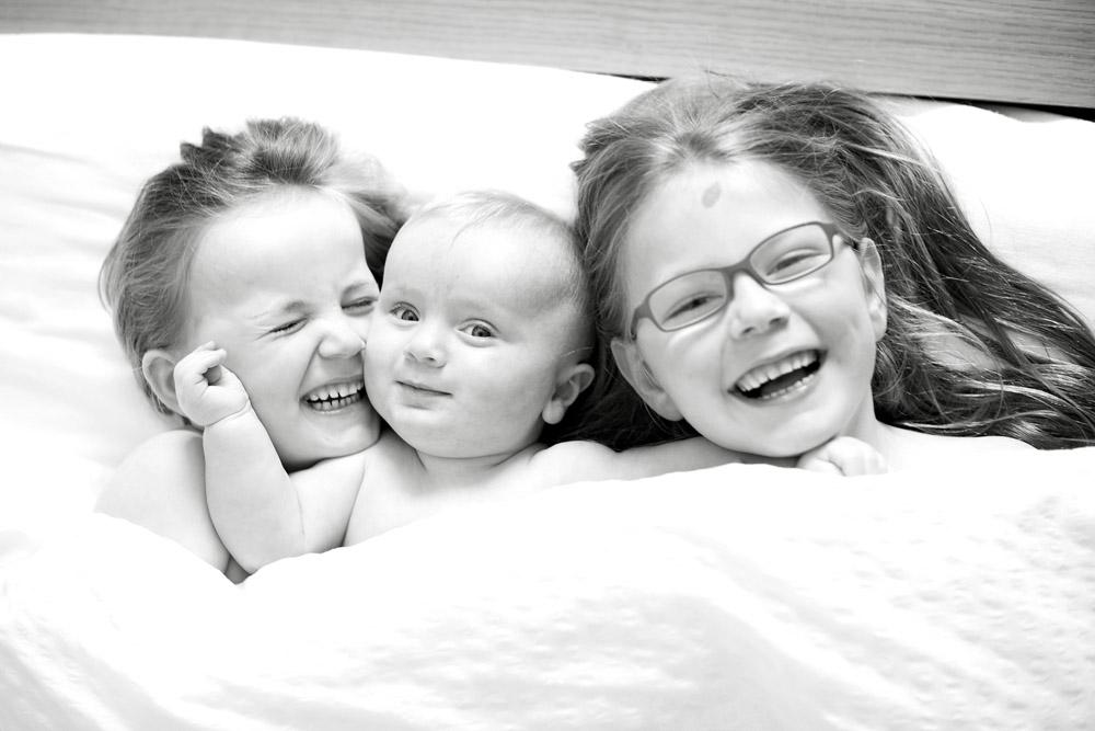 kids cuddle