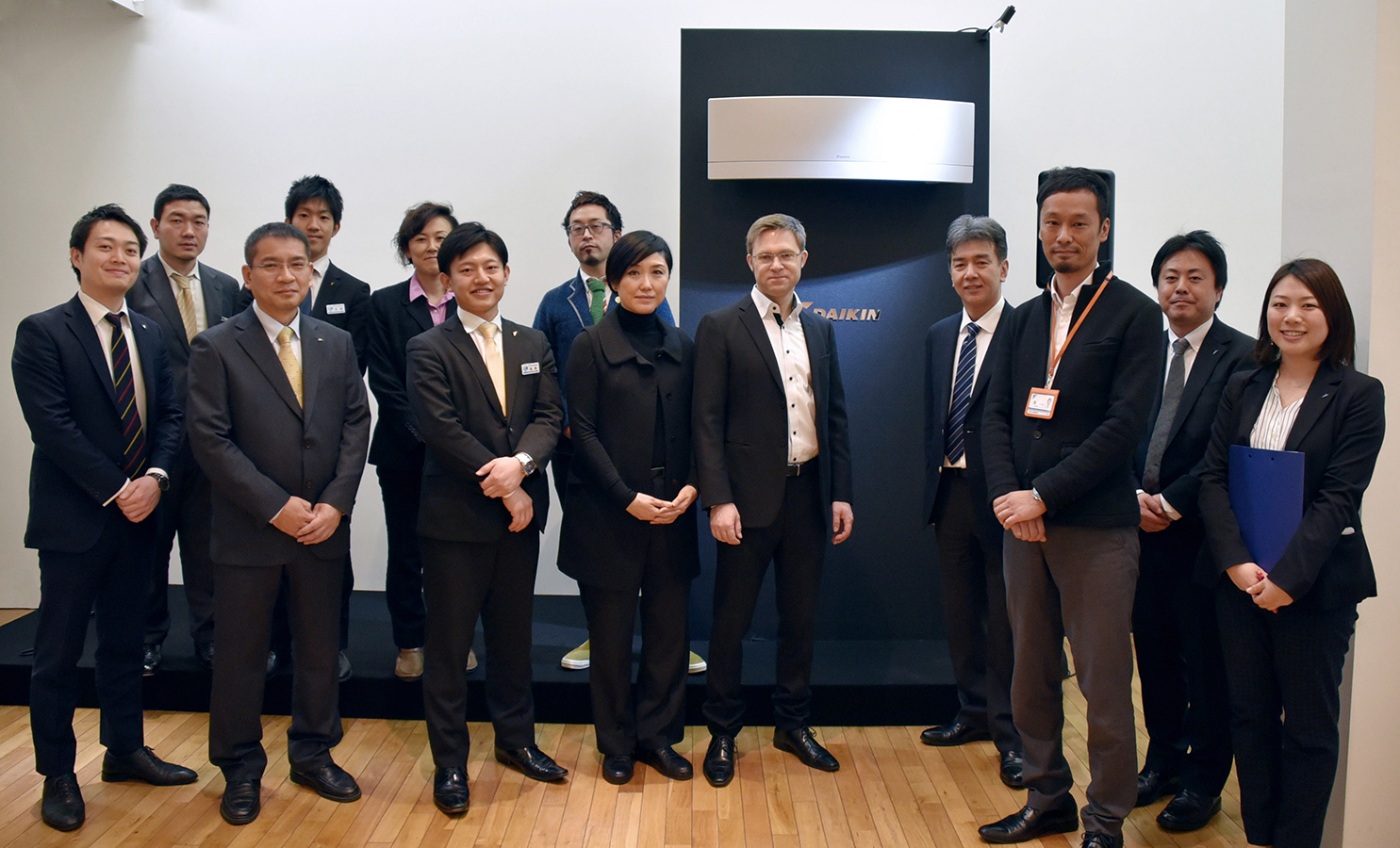 Alexander Schlag and Kyoko Tanaka (center) from yellow design gmbh with responsible members from Daikin Headquarters in Osaka, Tokio and Technology and Innovation Center in Settsu.