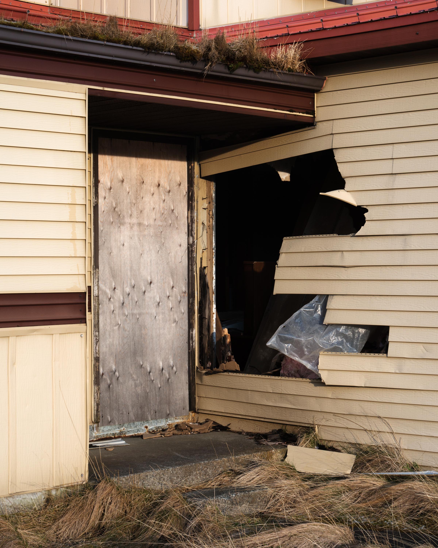 AI_b_plywood_door.jpg