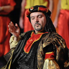 Jorge Ocasio is the Director, here as Mustafa in Rossini's  Italiana