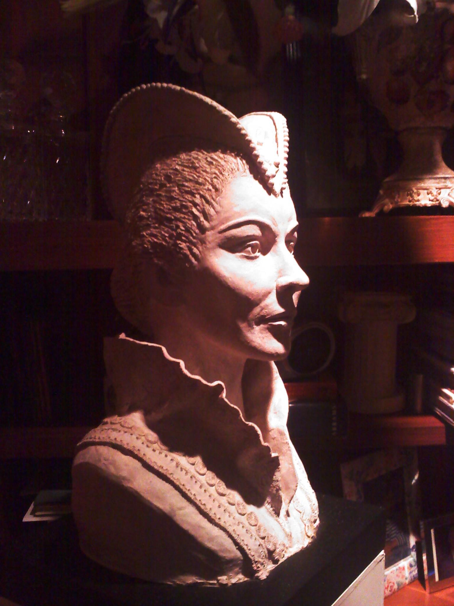 Bust of Maria Callas as Elisabetta in  Don Carlos  in OperaMetro's main hall