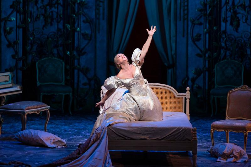 Diana Damrau shines as Violetta in Verdi's  La Traviata