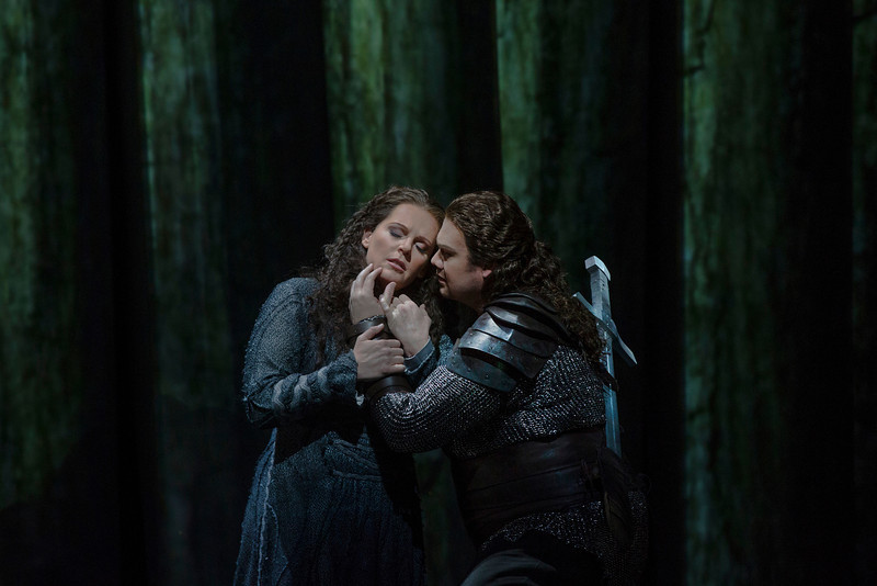 Stuart Skelton as Siegmund and Eva-Maria Westbroek as Sieglinde this season