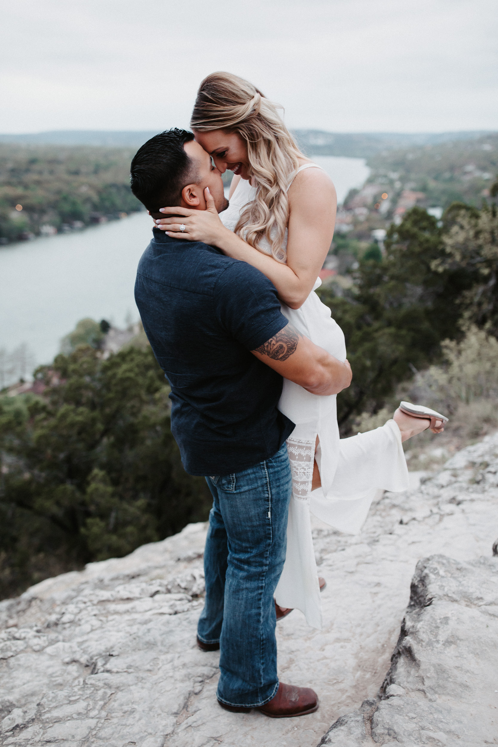 liz-stephen-engagement-mount-bonnell-austin-texas-026.jpg