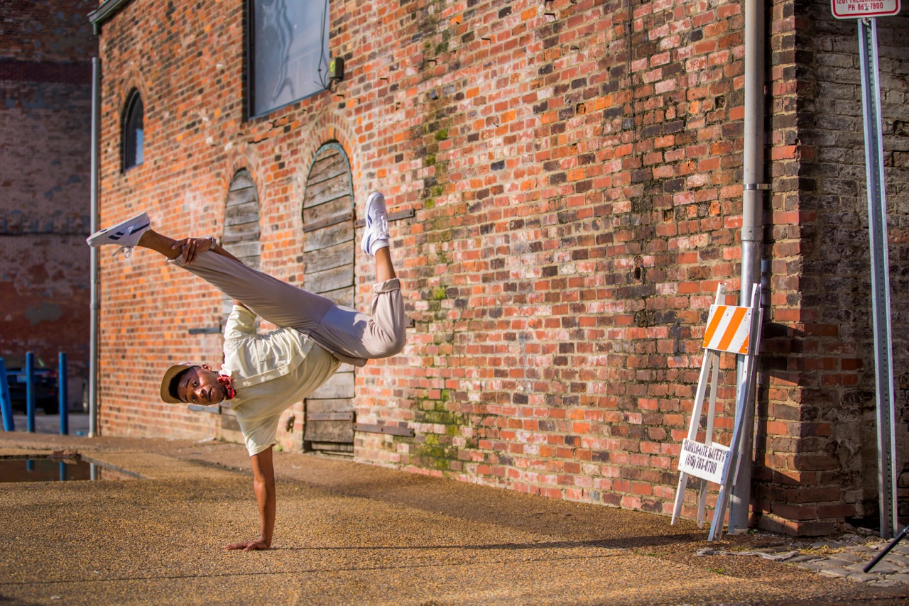 Gerald Hand Stand - PV APPROVED.jpeg