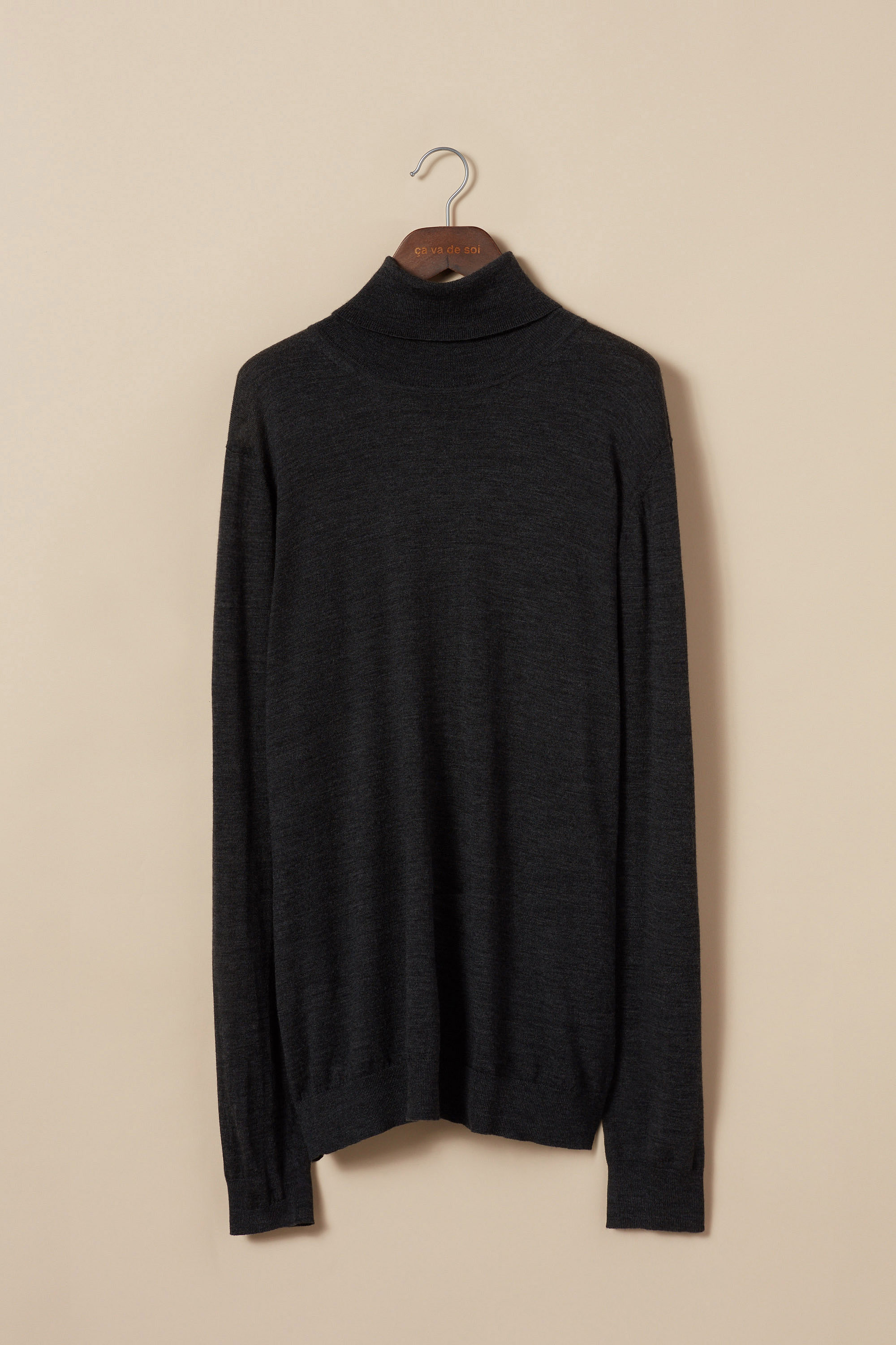 Extra-fine merino wool turtleneck sweater