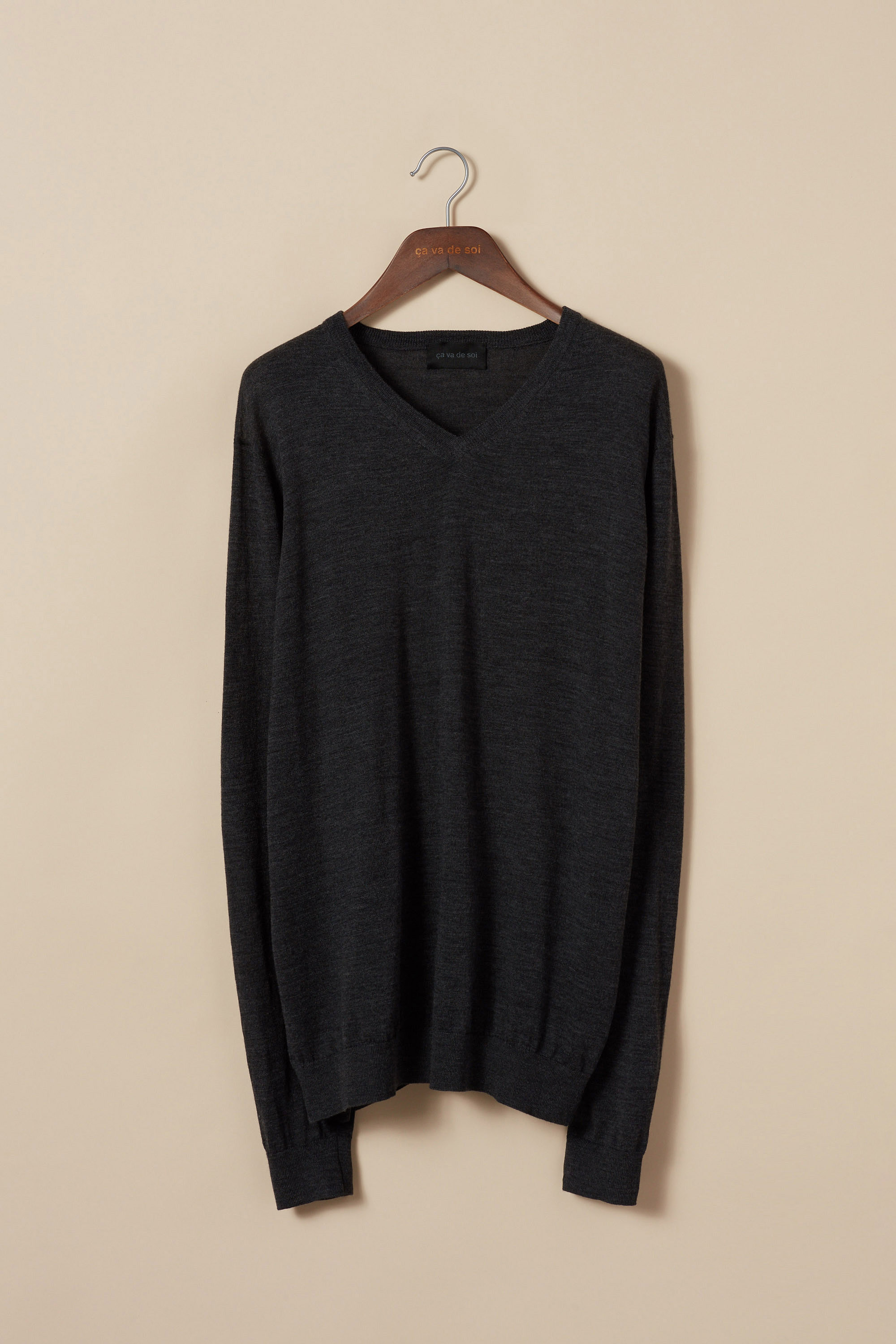 Extra-fine merino wool v-neck sweater