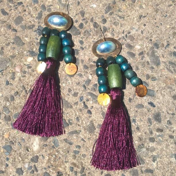 These #happycampers flew the coop today 🎈🌴🎶🐦 #handmade #draugsvoldjewelry #woodearrings #tasselearrings @badgalriri