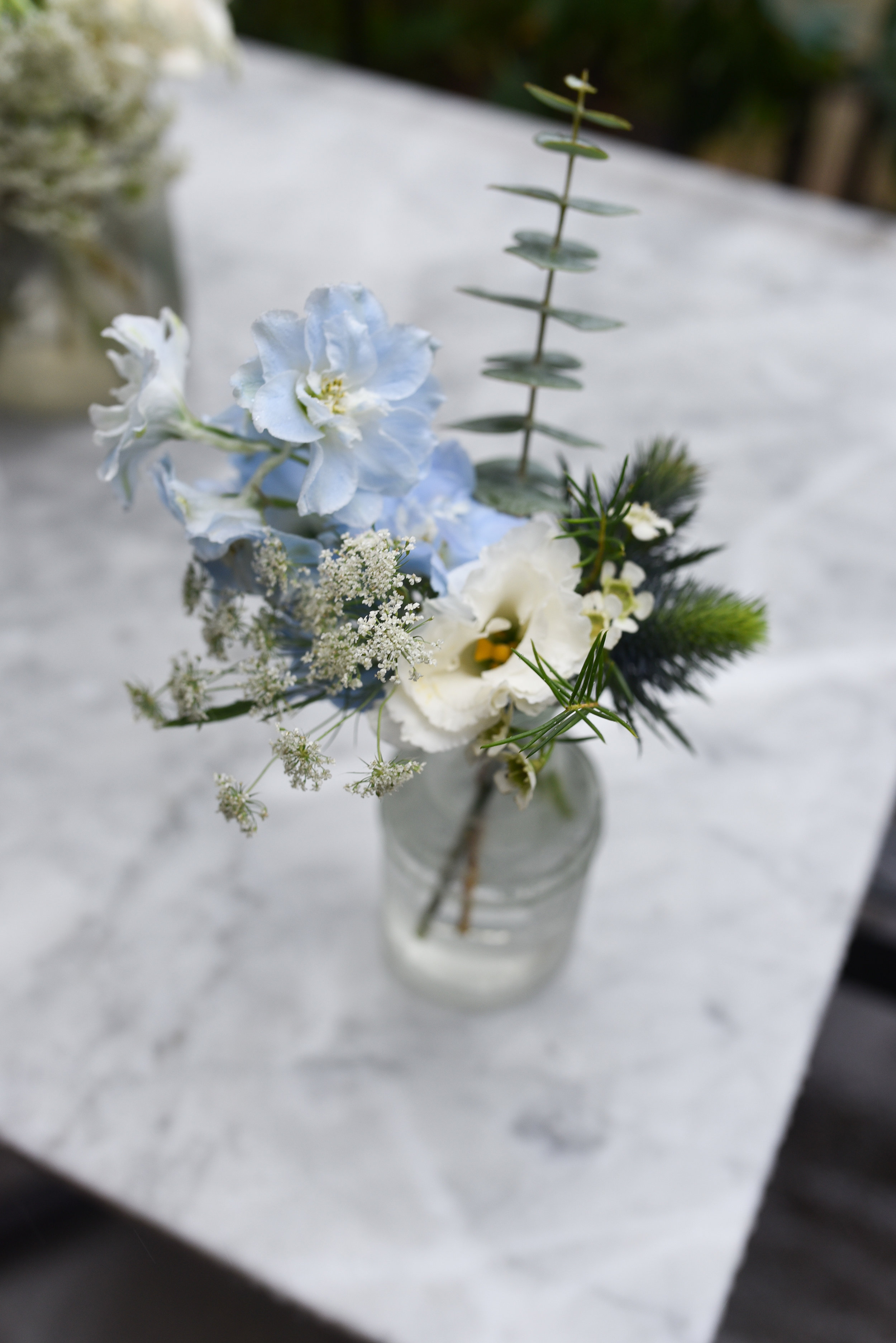 A lovely blue and white garden style bud vase