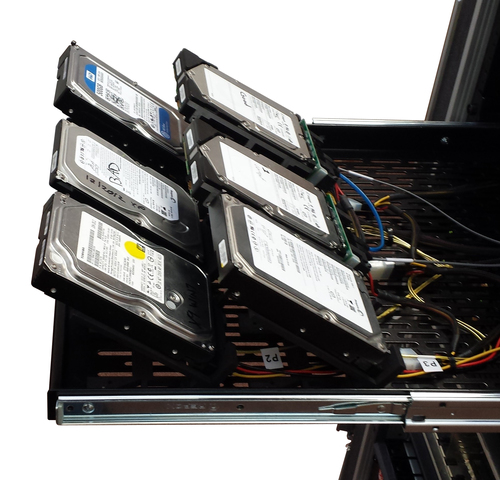 V-Blocks allow single-handed, tool-less connection of loose SAS, SATA or Fibre Channel drives, with or without drive caddies / carriers.