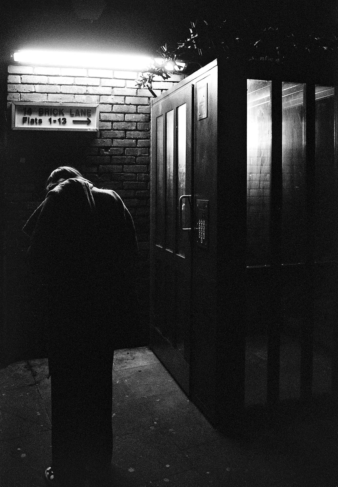 Oscar-arribas-photography-fotografo-portrait-retrato-editorial-london-street-photography-urbana-londres-film-analog-35mm-night-nocturna-52.jpg