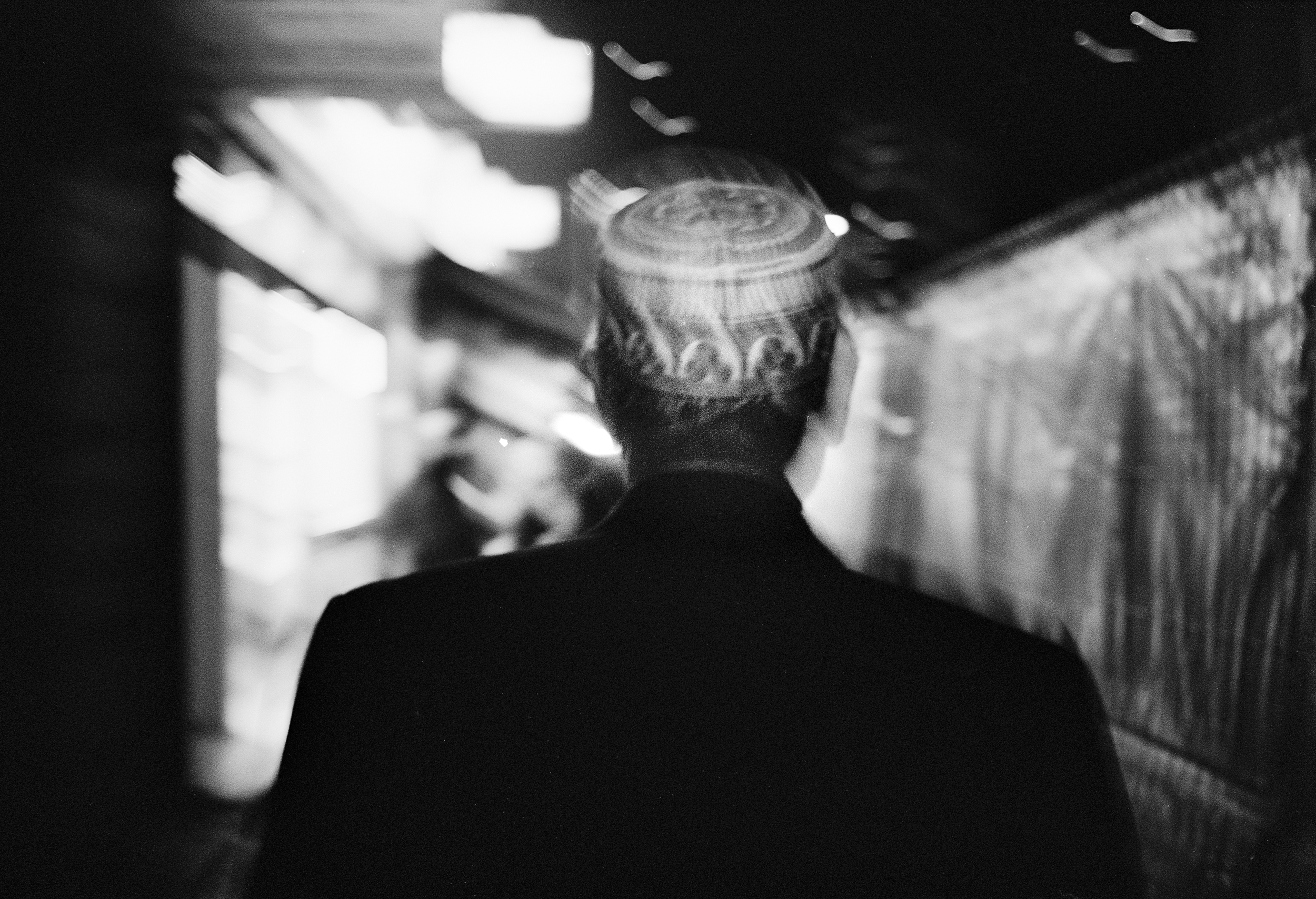 Oscar-arribas-photography-fotografo-portrait-retrato-editorial-london-street-photography-urbana-londres-film-analog-35mm-night-nocturna-53.jpg