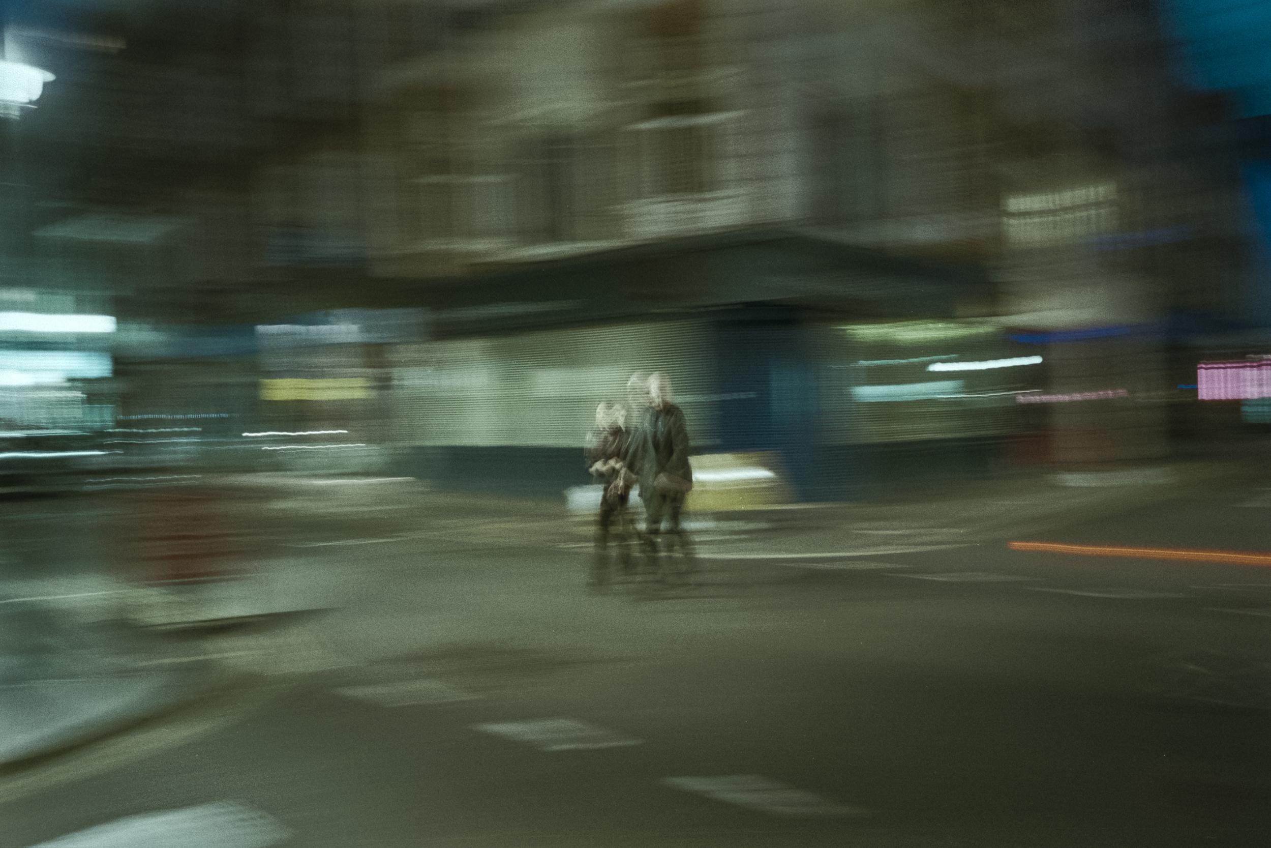 Oscar-arribas-photography-fotografo-portrait-retrato-editorial-london-street-photography-urbana-londres-film-analog-35mm-night-nocturna-58.jpg