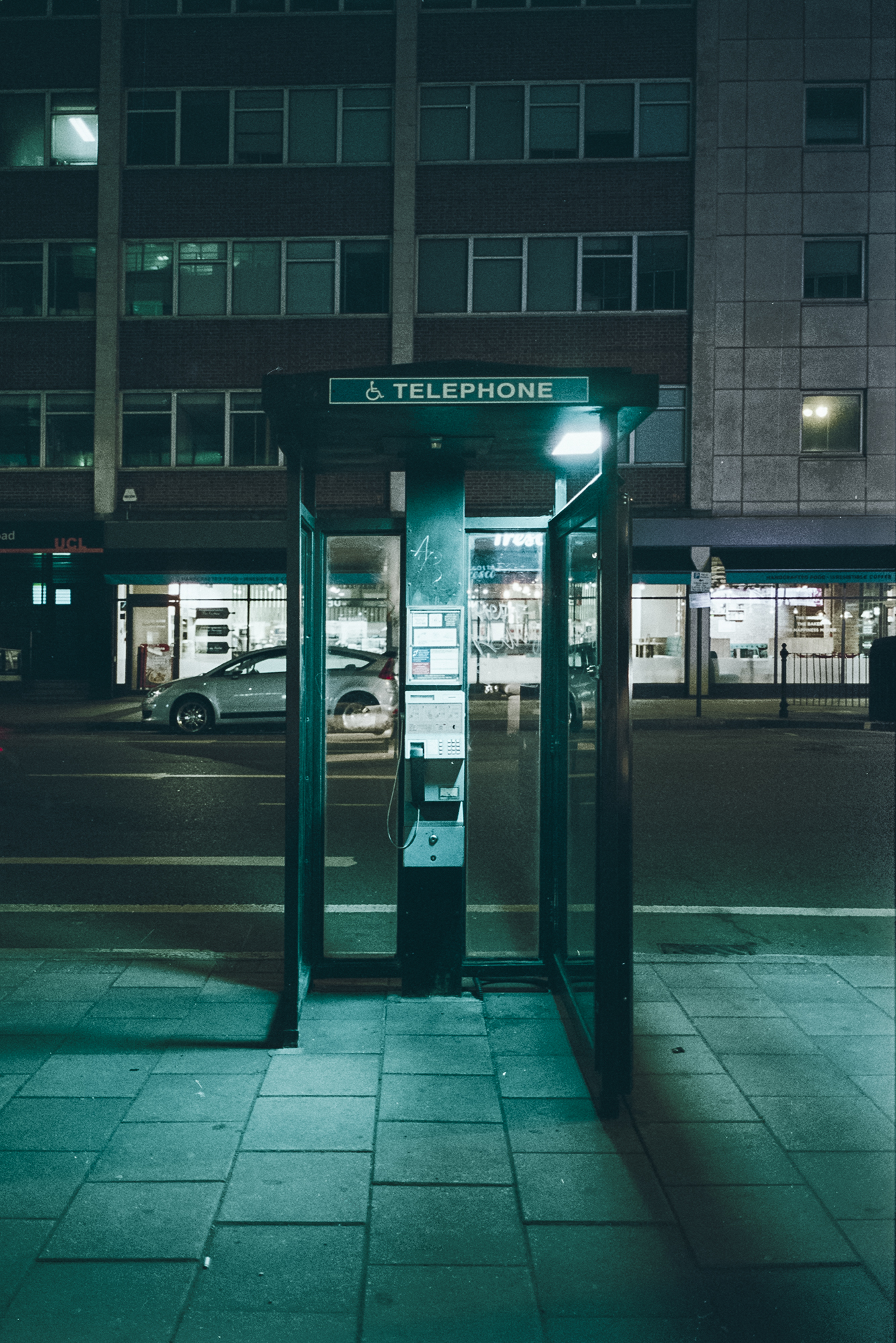 Oscar-arribas-photography-fotografo-portrait-retrato-editorial-london-street-photography-urbana-londres-film-analog-35mm-night-nocturna-61.jpg