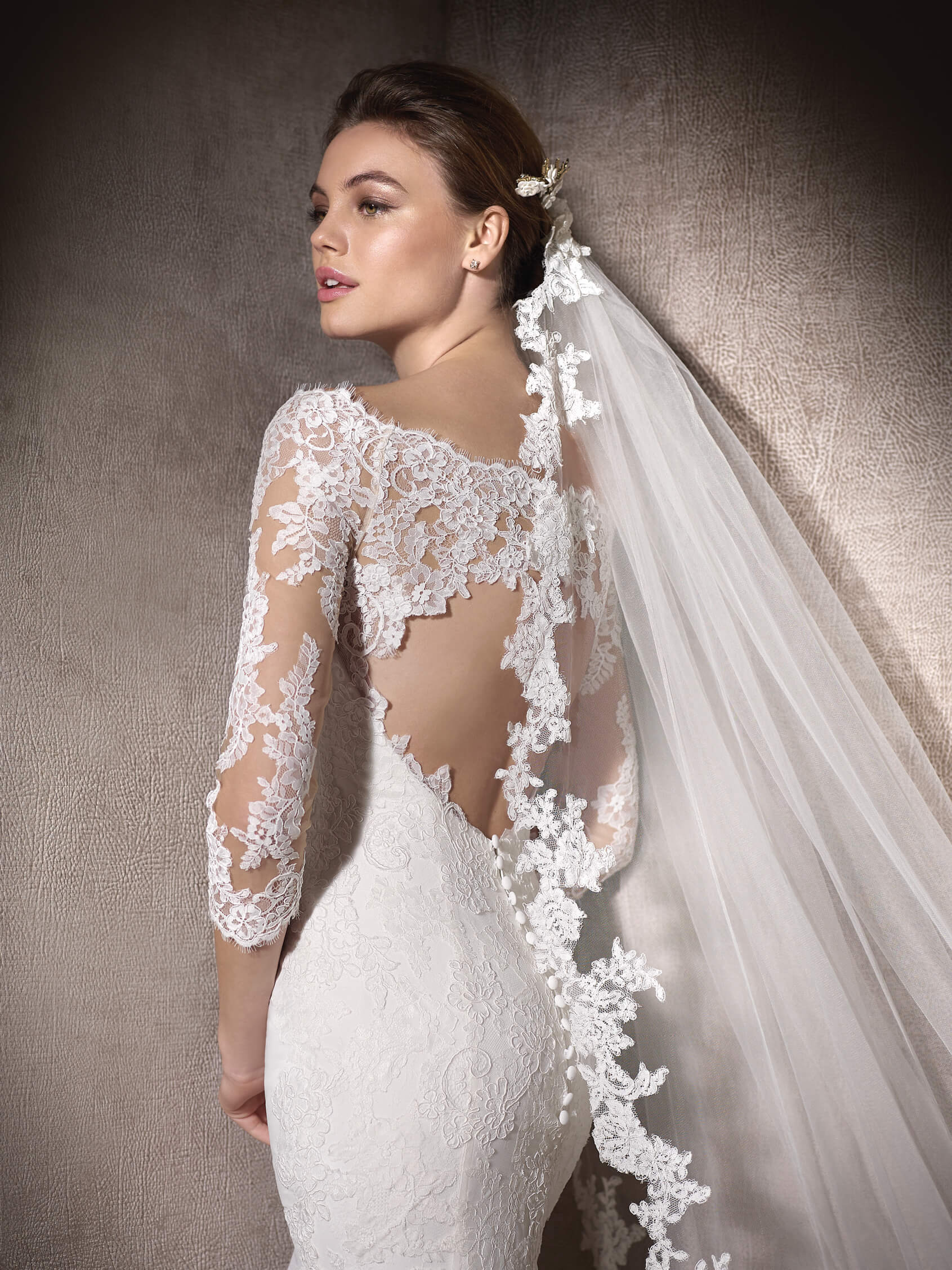 Pronovias - Veils and headpieces by Pronovias elegantly provide that soft finishing touch you are looking for.