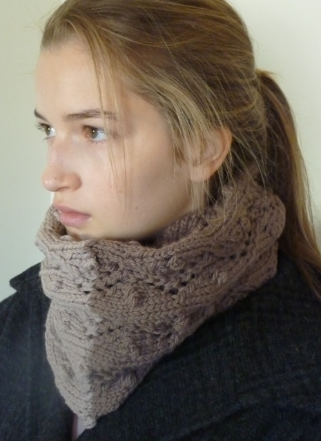 QUINCE lace eyelet cowl 030.jpg