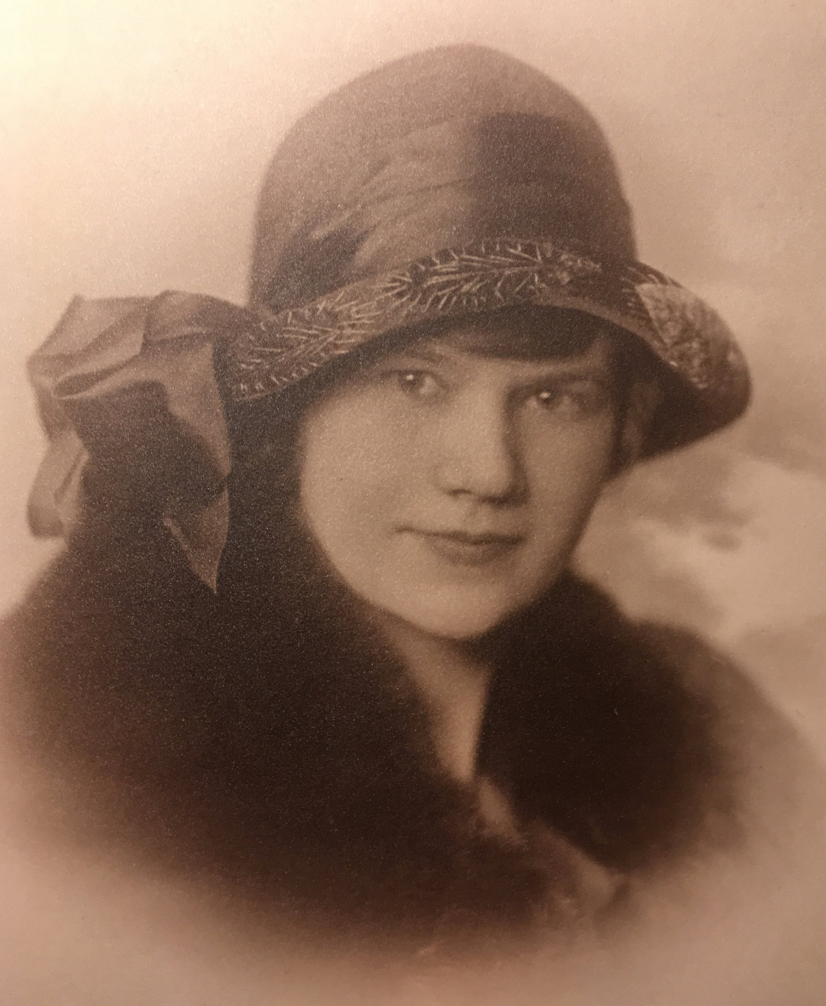 Alma Brunec aka 'Nana', my grandmother taught me how to knit. She arrived in the USA from Riga, Latvia 🇦🇹 in 1916 at the age of 17. Once stateside, she became a nurse and remained a faithful Lutheran 'til the end.🌿 Nana also taught my mother about gardening who in time taught me as well.