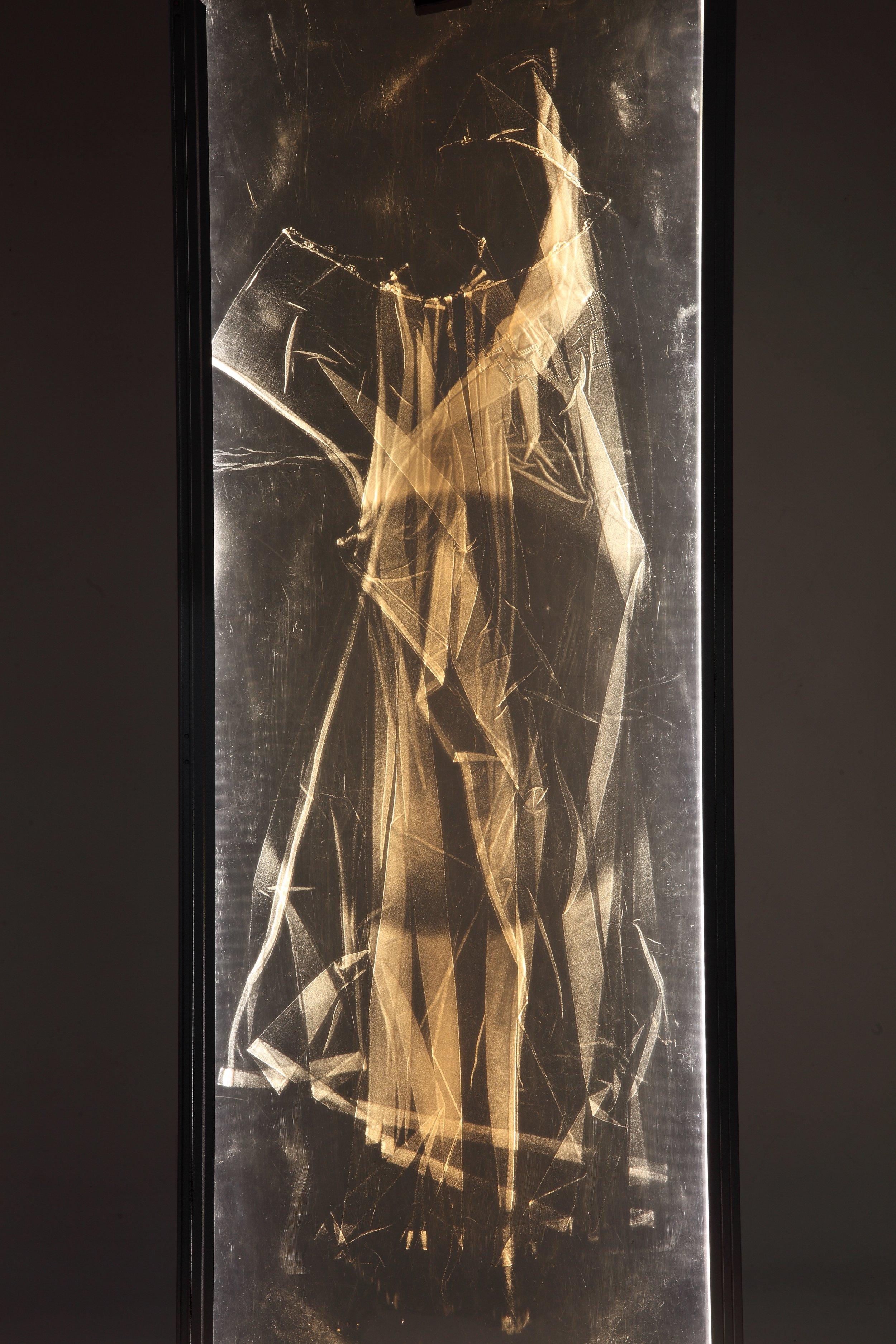 05 Penso che è culla una pancia di donna 2017  impronta su plexiglas 116x45 IMG_0093.jpg
