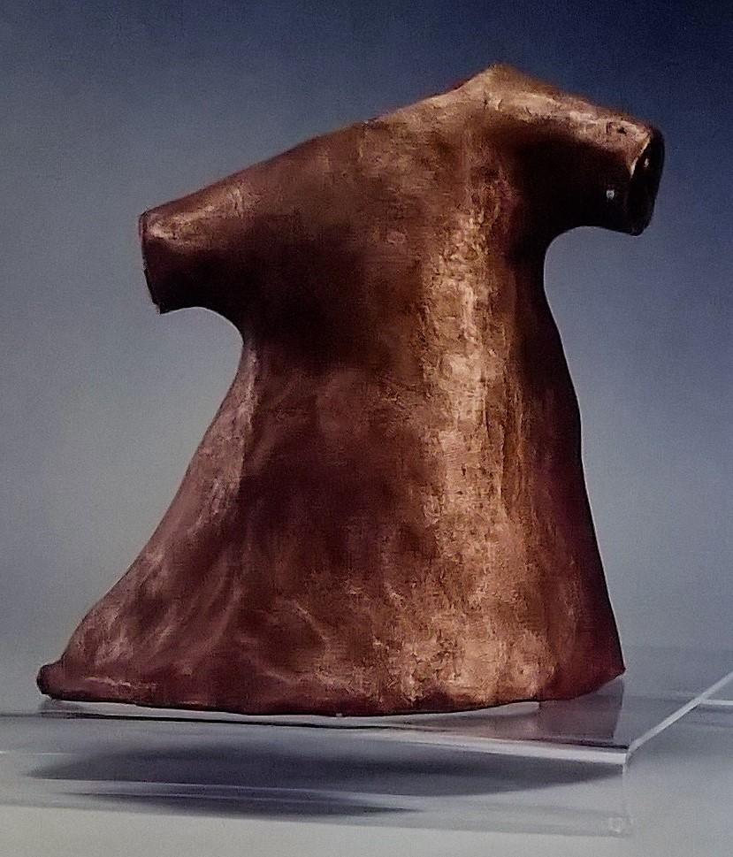 Camicia ospedaliera -  2002, bronzo. 37 x 34 cm