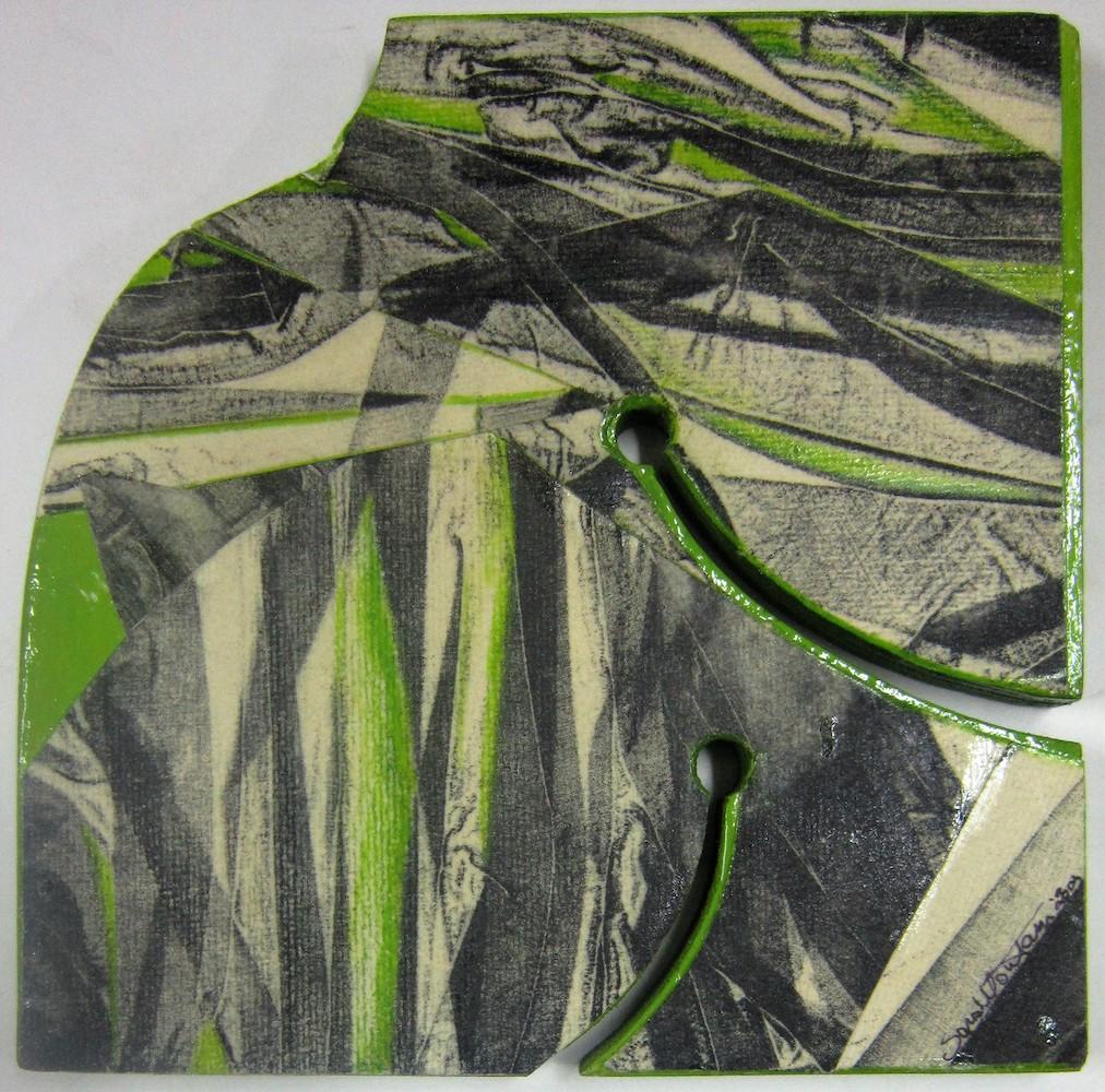 Filo d'erba   2003, scultura in legno di M. Ferrando e interventi di collage di S. Montani, legno sagomato cm 21 x 21