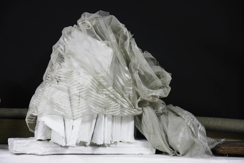La strozzina   2002, legno, gesso, acrilico, tessuto, resina, cm 55x40