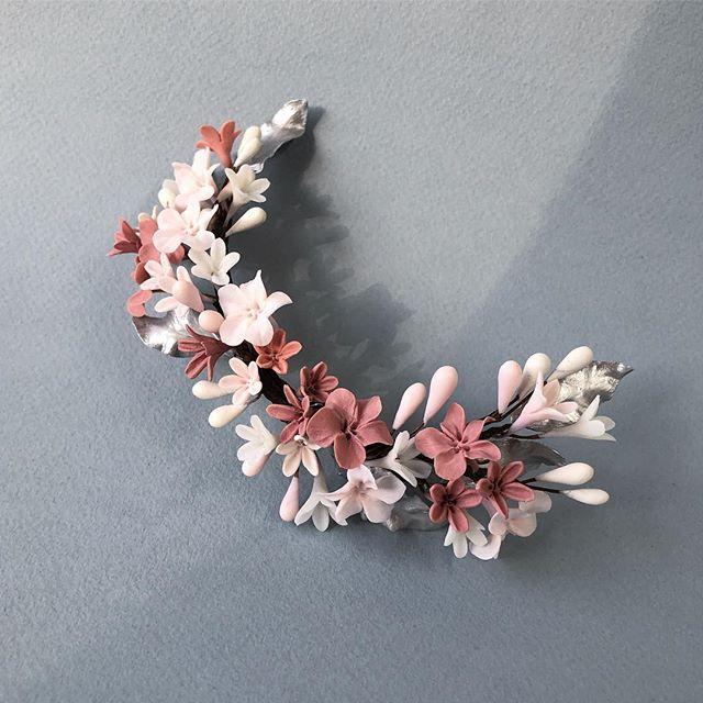 Una combinación super delicada de tonos rosa, blancos y plateado