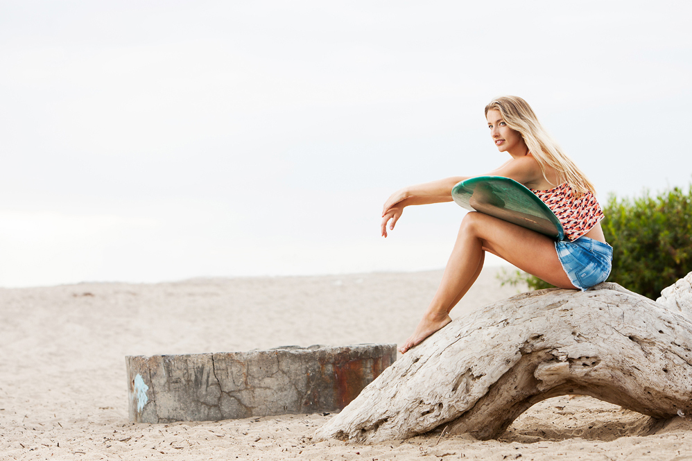 Blonde surfer girl checking out the waves. san diego lifestyle photography, san diego lifestyle photographer, southern California lifestyle photographer, California lifestyle photographer