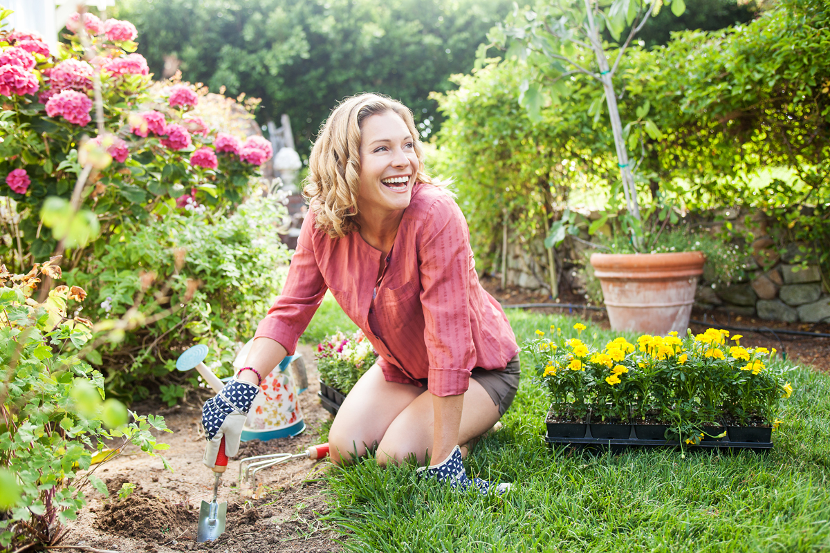 Girl planting flowers in an amazing garden. san diego lifestyle photography, san diego lifestyle photographer, southern California lifestyle photographer, California lifestyle photographer