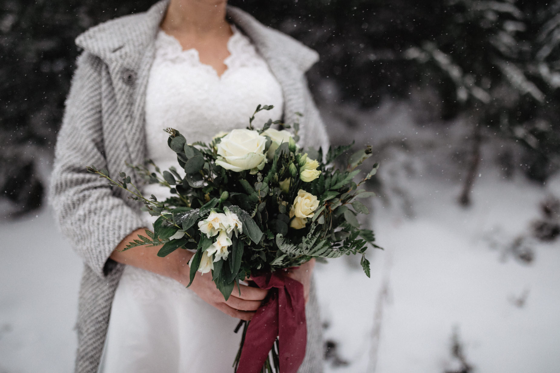 BlackForest-Wedding-Snow-Basel-Destinatonwedding-Hochzeitsfotograf-17.jpg