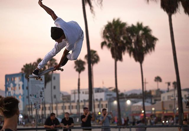 @isiahhilt . . #venicebeach #skateboarder #skateboard #skateboarding #skater #photography #skatephotoaday #skatephotography #skateanddestroy #skate #california #2018  #exit #choose2exit #where2exit #veniceskatepark