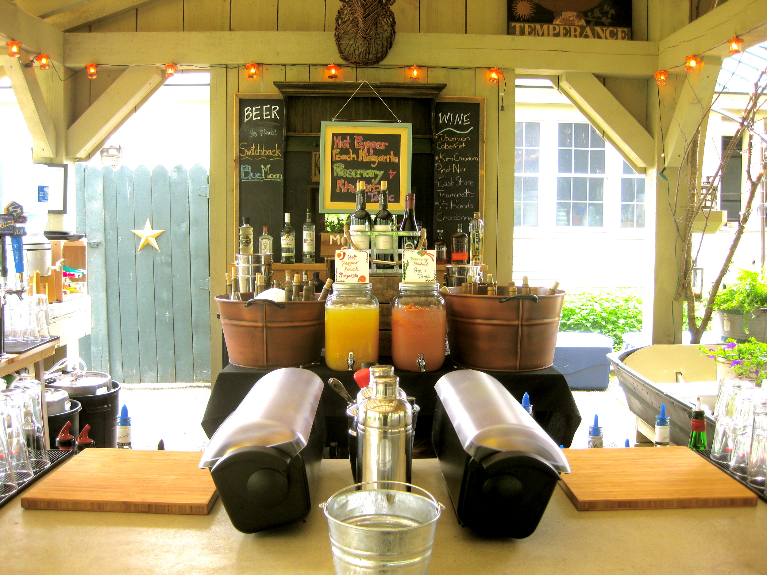 The beautiful bar in the cocktail pavilion at the Alerin Barn