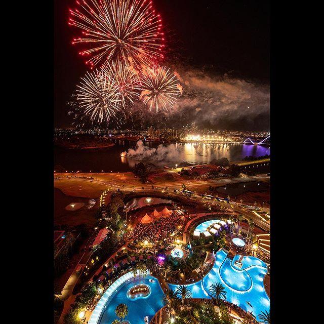 Fireworks display at Crown Perth last night. @crownperth  #eventphotography #perth #perthphotographer #sonyalpha #sonya7riii #sony #perthisok