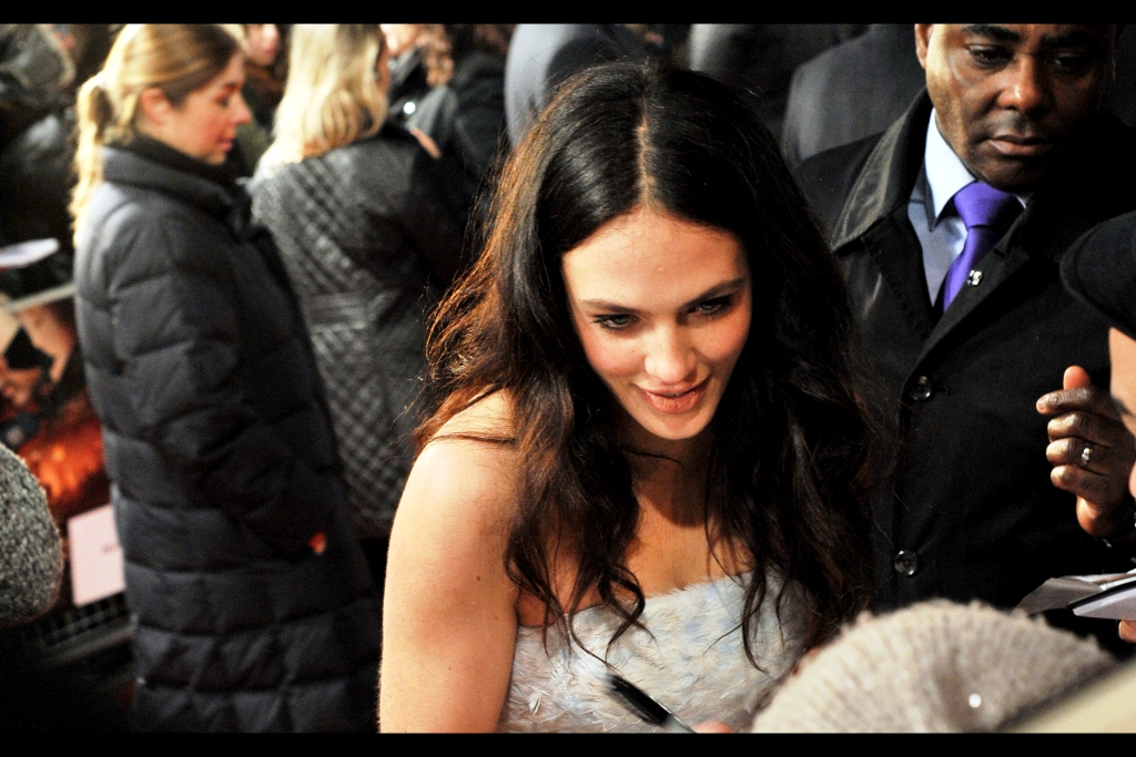 Jessica Brown Findlay has entered my area of the public pen and a great zombie horde of autograph dealers are waving papers at her like they're 1930s stockbrokers trying to avoid a great depression. (Yes, damnit... that's my simile, and I'm sticking to it. I exhausted myself writing a Valentines Day poem I have no intention of sending to its intended recipient) (where was I? Oh. Right. London premiere)