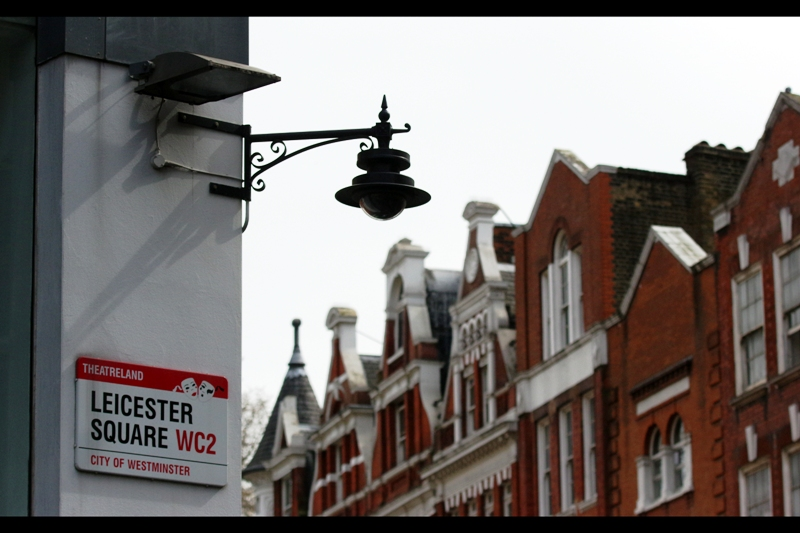 Oh, Leicester Square. My home away from home. Complete with streetlamps I'd love to steal / purchase duplicates of. Excitingly / ominously, there are premieres scheduled for tomorrow, and on Tuesday (and another elsewhere in London on Wednesday).