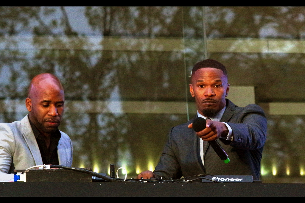 """You there! What rhymes with 'put your hands up in the air'??""  I believe that since 1994, the answer has been 'wave them around like you just don't care'.... Jamie Foxx has taken to the balcony to spin diskz with DJ Whatsisname up in the Hizzle."