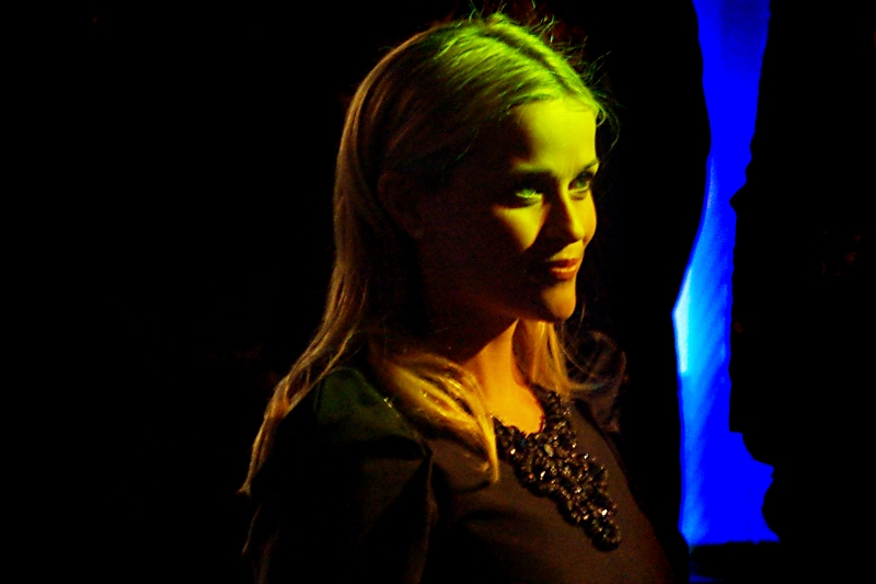 Weird lighting makes Reese Witherspoon look evil. But she's not... surely?