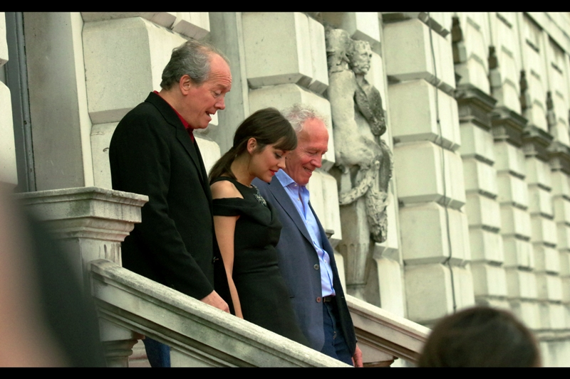 My view's best option was hoping that stars would turn left at the top of the stairs I had a side-on view of, but that didn't happen. Still... here's our attendees : Academy-Award Winning actress Marion Cotillard and the movie's directors, brothers, Jean-Pierre Dardenne and Luc Dardenne. Those names sound pretty foreign, so I'm guessing this is an action film from Korea.