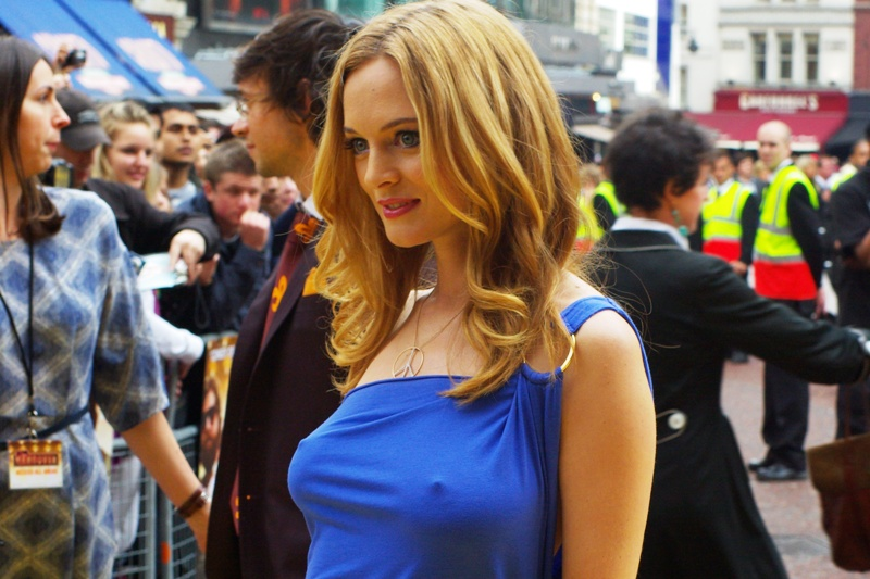 I ... don't actually have anything to add... Heather Graham wore a blue dress. ....and that is all.