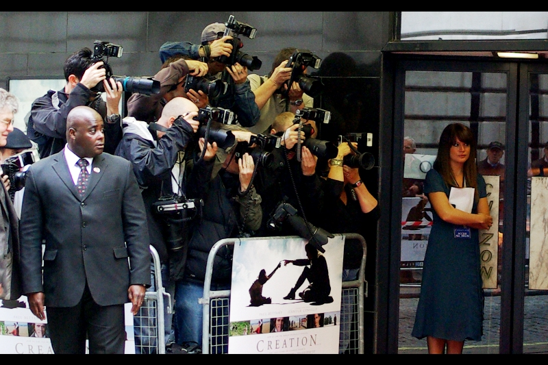 The Paps are lined up for the kill... photographically speaking.