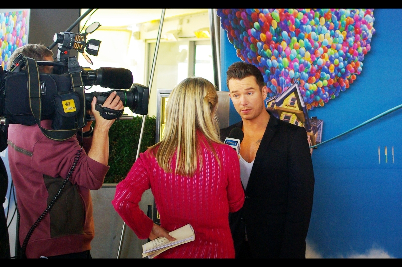 """It's Stephen Gately!! (who?). One of the more knowledgeable people next to me (and an older lady who stood near us briefly) cited him as a member of the British boy band """"Boyzone"""". I'll take it."""
