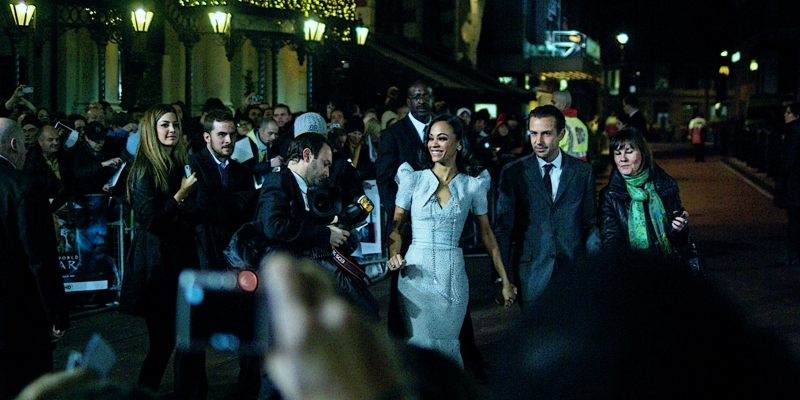 Actress Zoe Saldana is both Very Pretty and In This Film. (This educational caption brought to you by me, and not the consumer durables manufacturer who paid money to sponsor this premiere but whom I will not mention!)