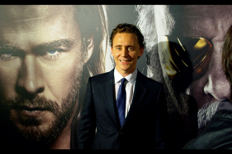 We have a second arrival from the movie : Tom Hiddleston, who plays Loki the God of Mischief in the film. (as villain his two nemeses are on the posters right behind him)
