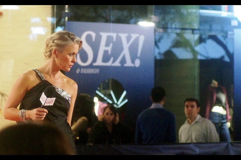 """""""And this is where I shall pose when I meet R-Patz.... It's totally subliminal...."""""""