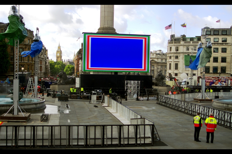 So this is what Trafalgar Square looked like about 36 hours before the premiere (ie. Wednesday morning) - people had actually been camping out since Monday. Showers? Not so much.