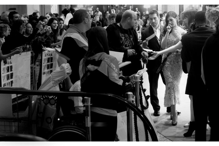 Anne Hathaway returns from posing for the massive assemblage of Paparazzi, and the possible awesomeness of my position near the escalators begins to become clear. (Less so when security allow more people to crowd in the pen right in front of me. Oh, dear.)