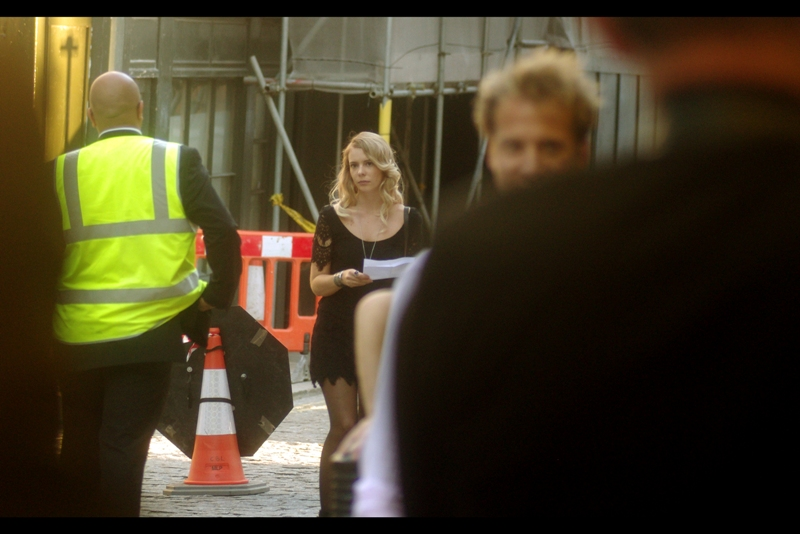 Fans of traffic cones, high visibility vests and personal assistants in low-cut semi-transulcent clothing are all well served at this premiere. (I'm filling space because this premiere has a list consisting of just seven (7) people, only one (1) of which I'm specifically interested in photographing.