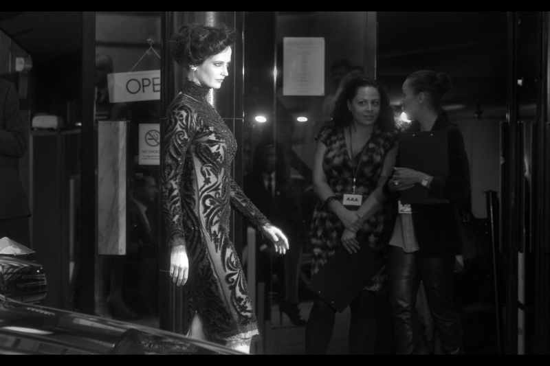 """Milla Jovovich 1 : Eva Green 1. This is the kind of dress that makes even ME somewhat interested in who designed it. You know, sort of. I call this photo """"Vesper"""""""