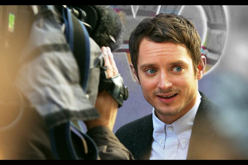 You know, I wonder how often Elijah Wood is asked about his role in Deep Impact (1998)?