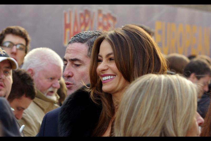 Oooh! A late arriving female cast memeber : Sofia Vergara, one of George Clooney's many exes, also provides a voice in the film. I believe her teeth have an Assistant Producer credit on this film.