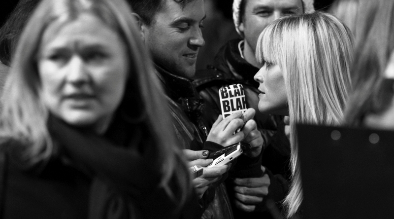 """""""Sorry, but the name of your media organisation makes me doubt how seriously you're taking my answer""""  Reese Witherspoon has entered photo-taking range! Broad attendants on either side make things hard, though"""